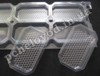 Секционная рамка с установленными контейнерами для сотового меда.